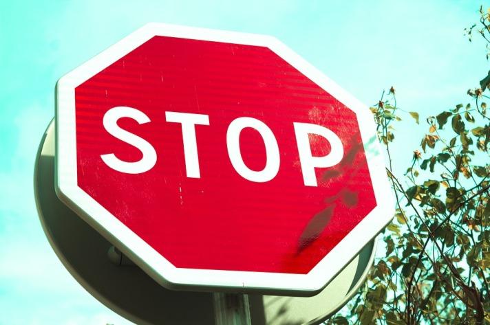 stop-2440154_960_720