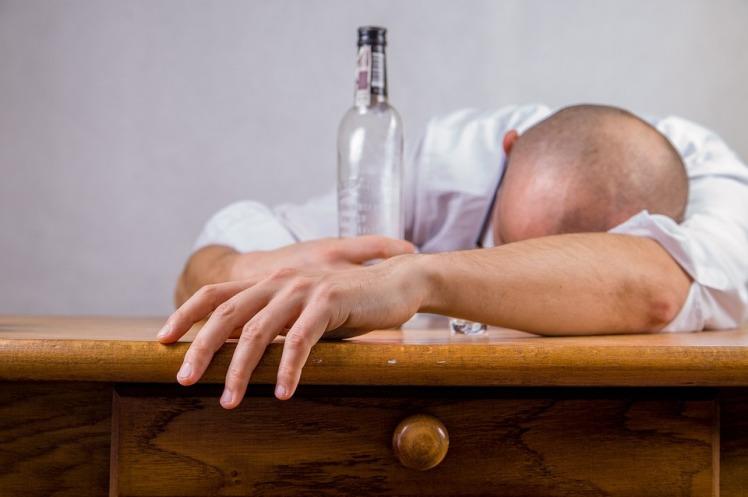 alcohol-428392_960_720